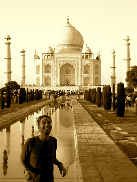 Robin Esrock at the Taj Mahal